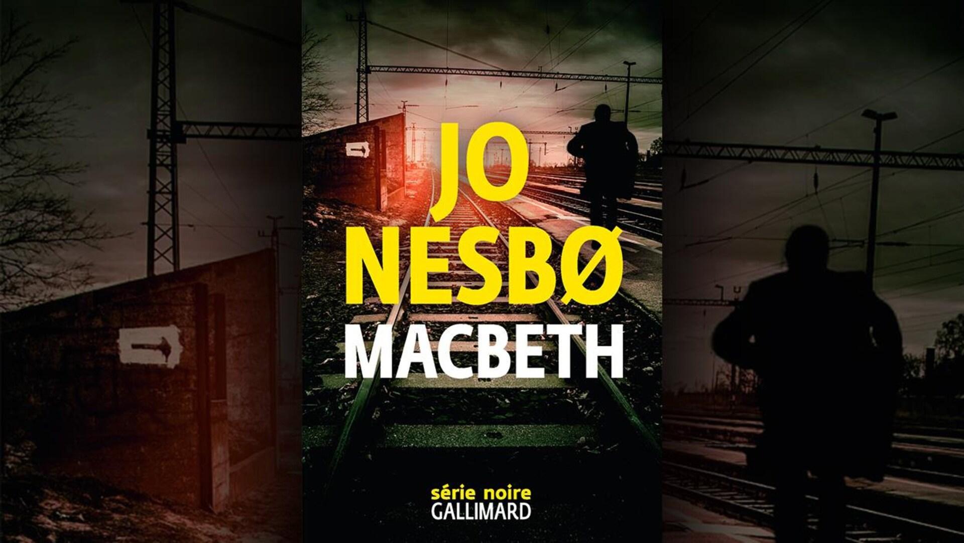 La couverture du livre «Macbeth» présente des rails de chemin de fer avec la silhouette d'un homme marchant à côté