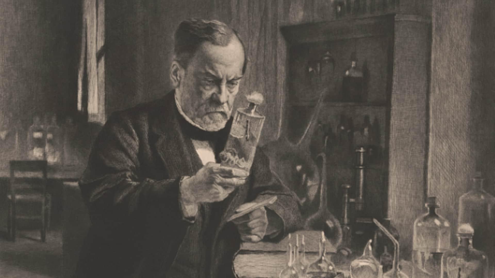 Une portrait montre Louis Pasteur examinant attentivement une bouteille et son contenu dans son laboratoire.