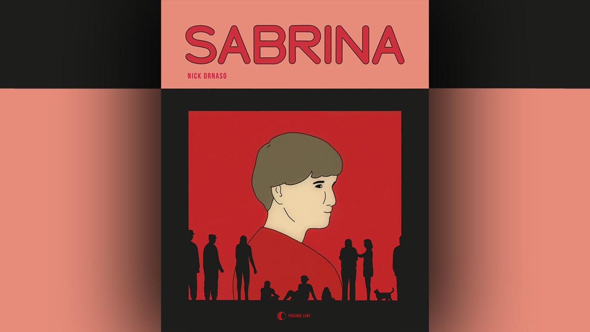 La couverture du livre  Sabrina  de Nick Drnaso représente sur fond rouge un personnage de trois quarts, de dos, sur fond rouge, et des silhouettes noires de personnages et de chats debout ou assis.