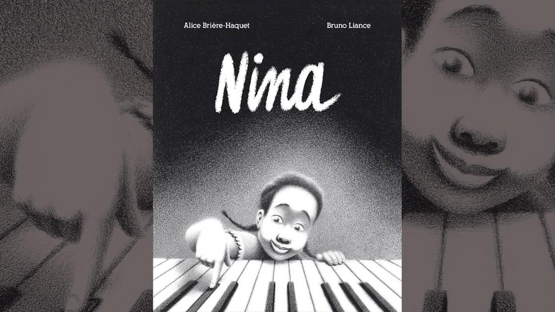 La couverture du livre  Nina  d'Alice Brière-Haquet et Bruno Liance : illustration en noir et blanc d'une petite fille appuyant sur les touches d'un piano avec un doigt