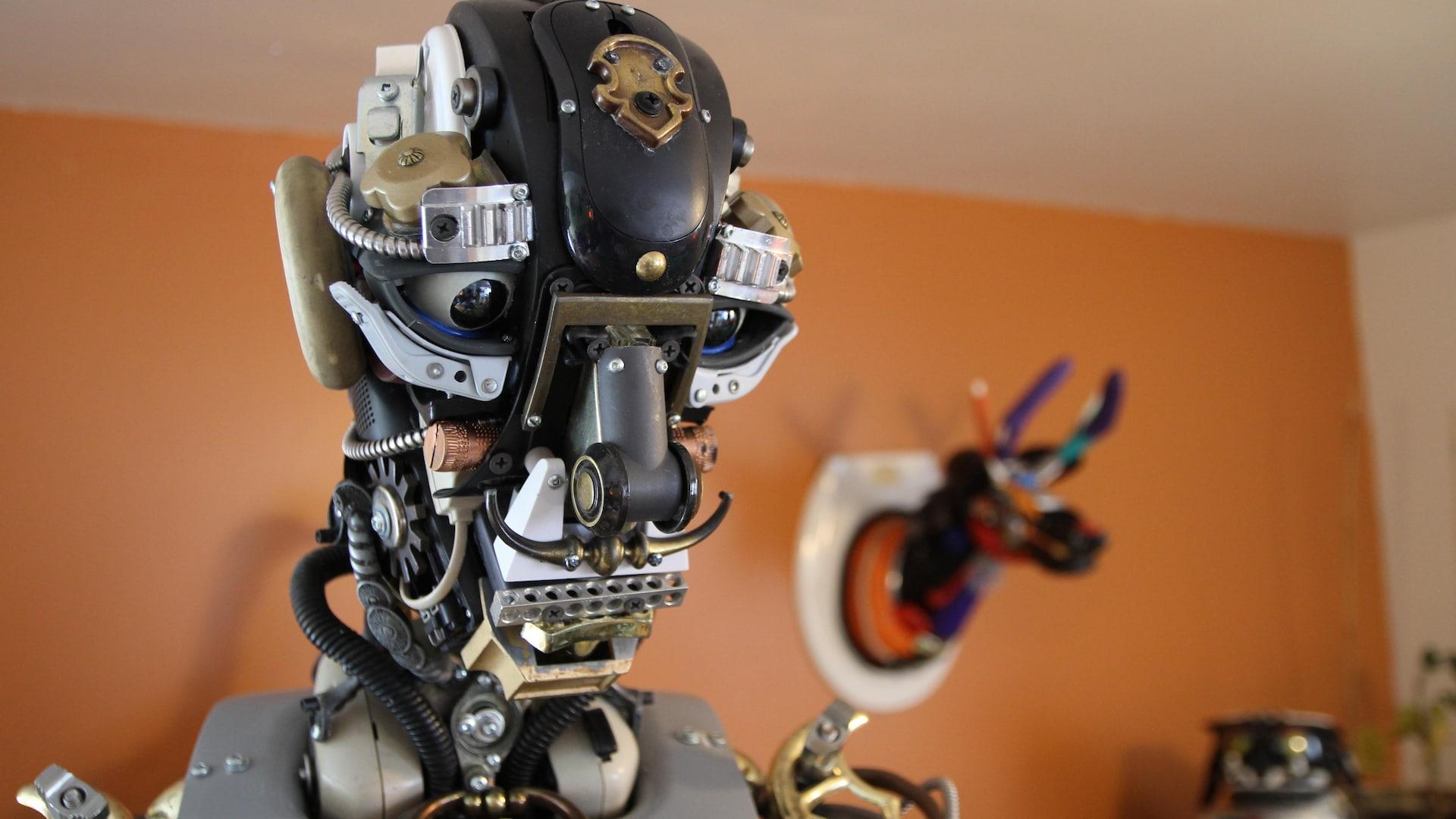 Une tête de robot