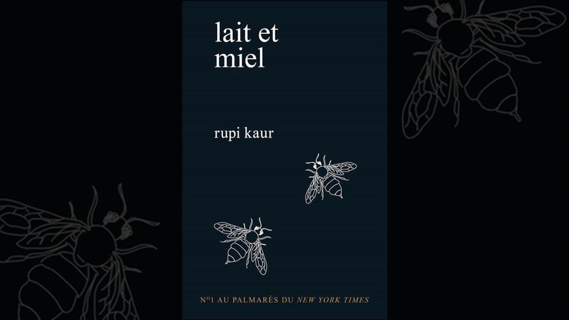 Montage de la couverture du livre «lait et miel» de Rupi Kaur. La couverture est sombre et il y a deux silhouettes de mouches blanches dessinées dessus.