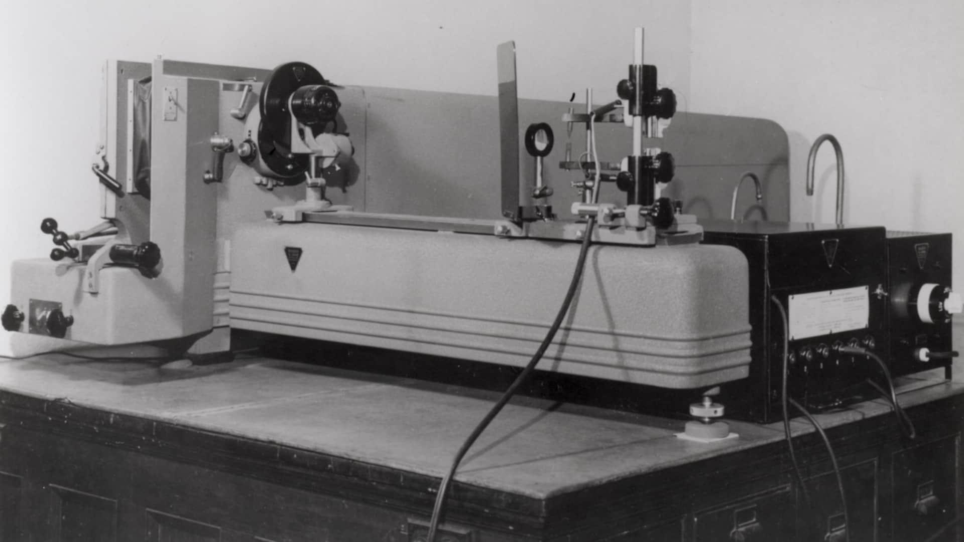 Le spectrographe du Laboratoire de sciences judiciaires et de médecine légale qui a permis d'analyser la composition de la bombe est conservé au Musée de la civilisation.
