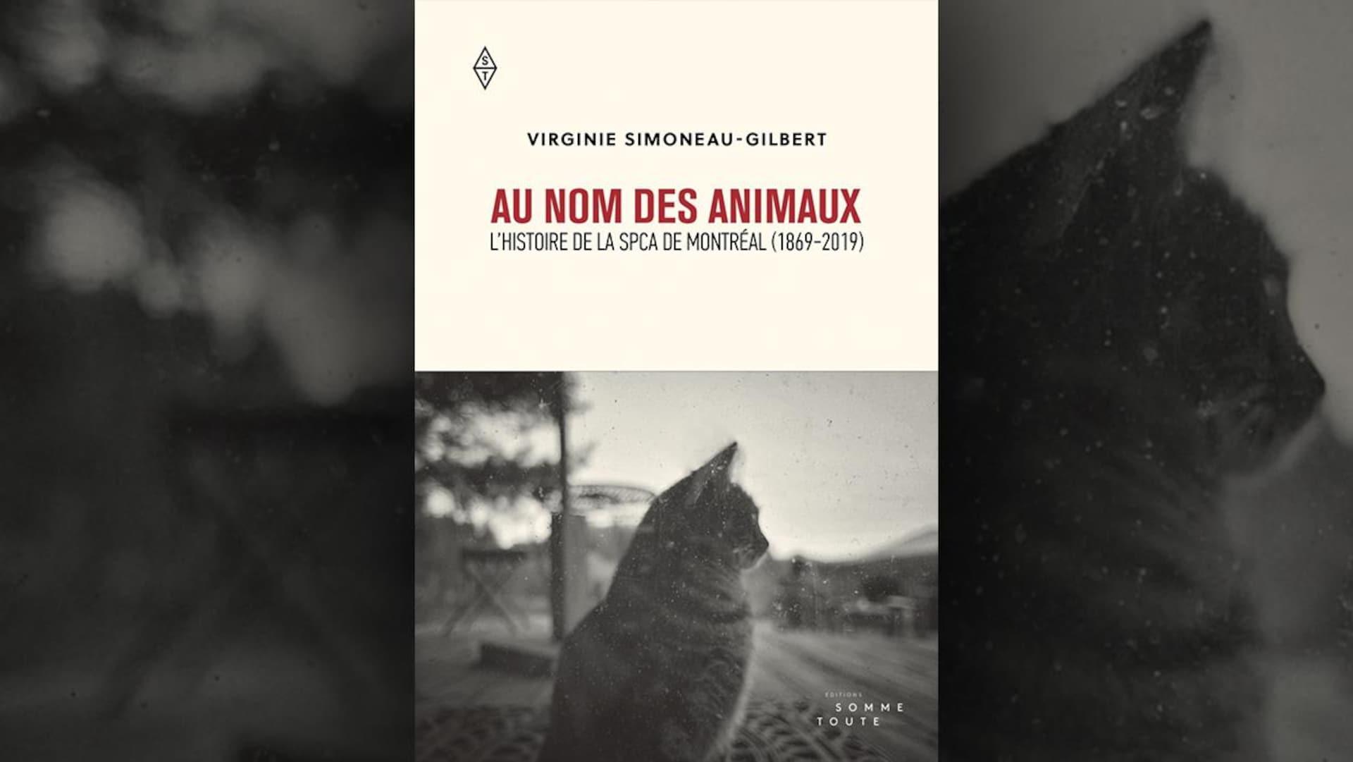 Sur la couverture du livre  Au nom des animaux : l'histoire de la SPCA de Montréal (1869-2019)  de Virginie Simoneau-Gilbert, on peut voir le portrait en noir et blanc d'un chat, de profil, sur le trottoir.
