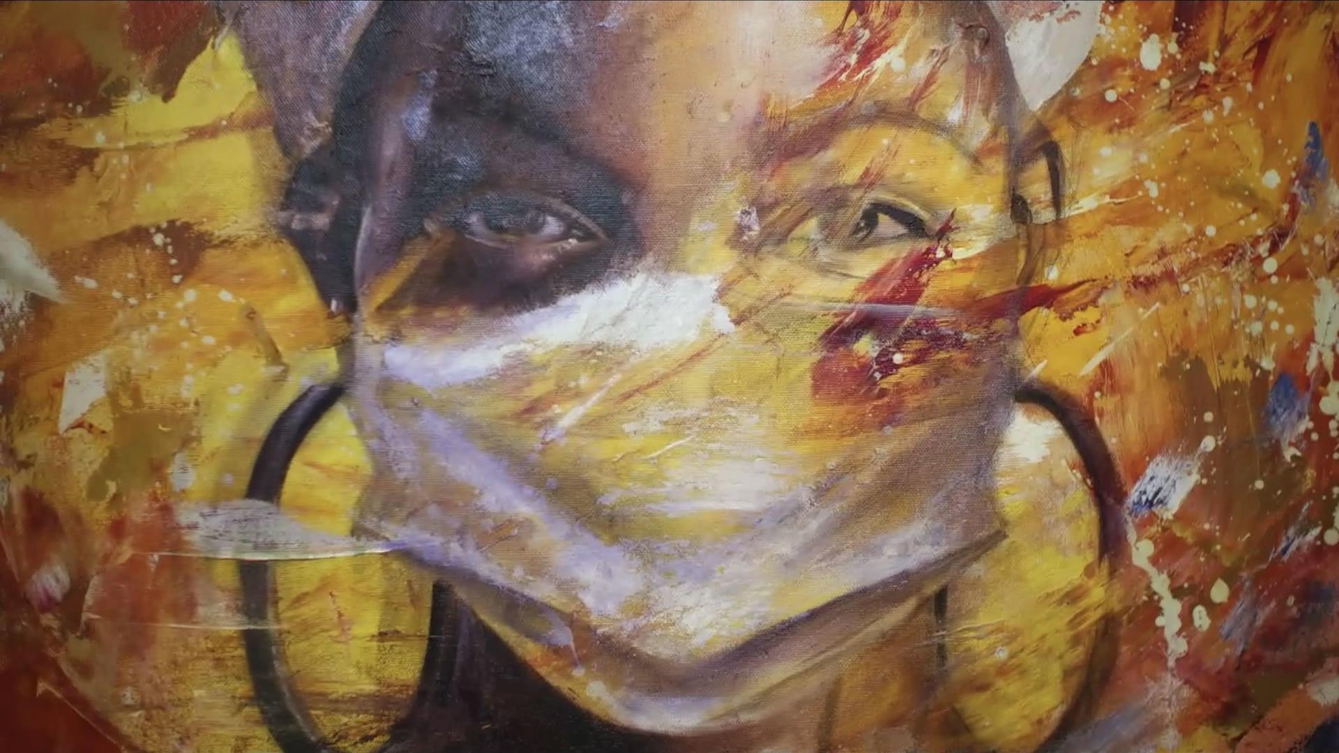 Une image qui dépeint une femme portant un masque, oeuvre de l'artiste Xavier Mutshipayi.