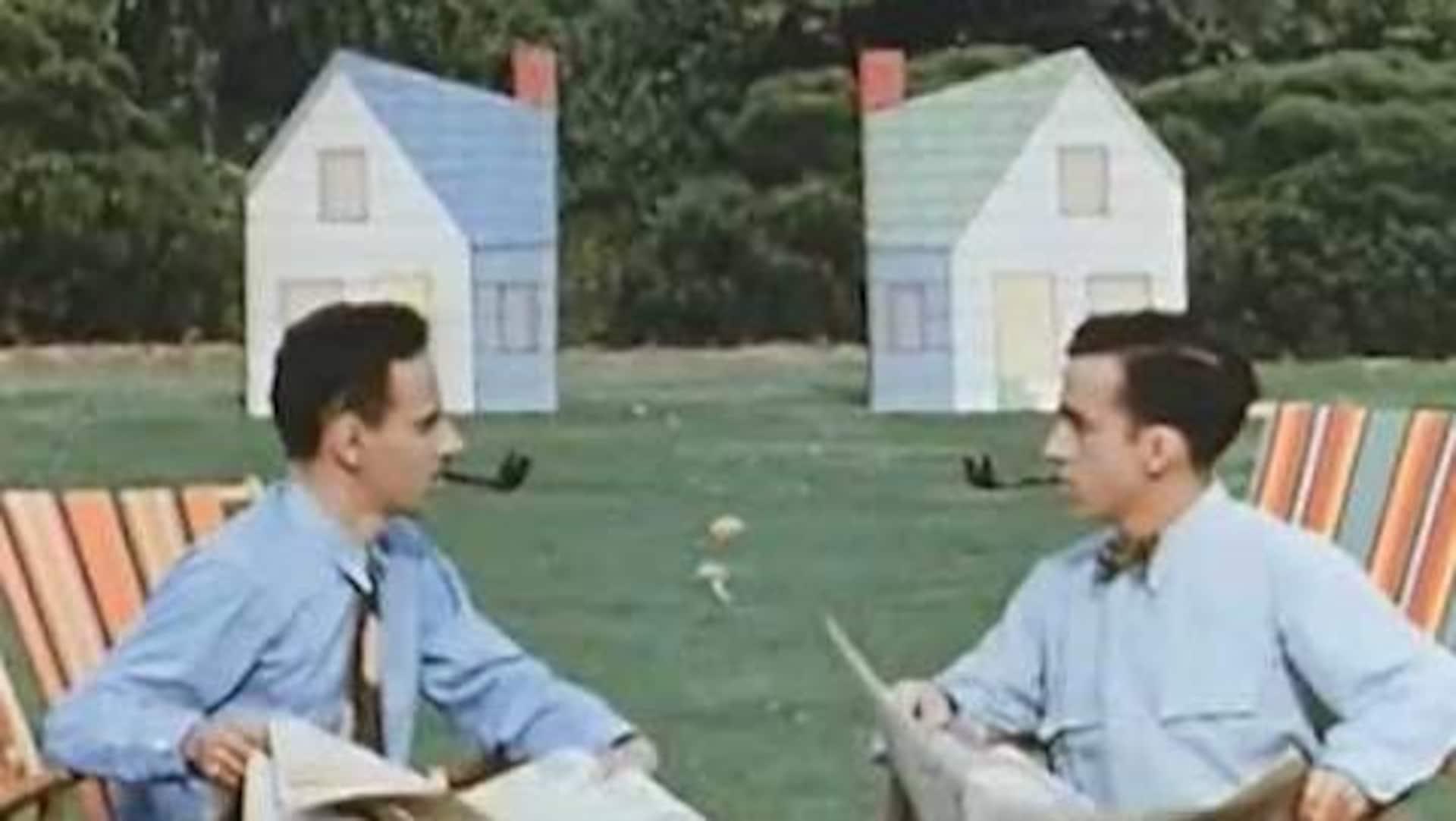 Deux hommes assis, lisant le journal et fumant la pipe se font face