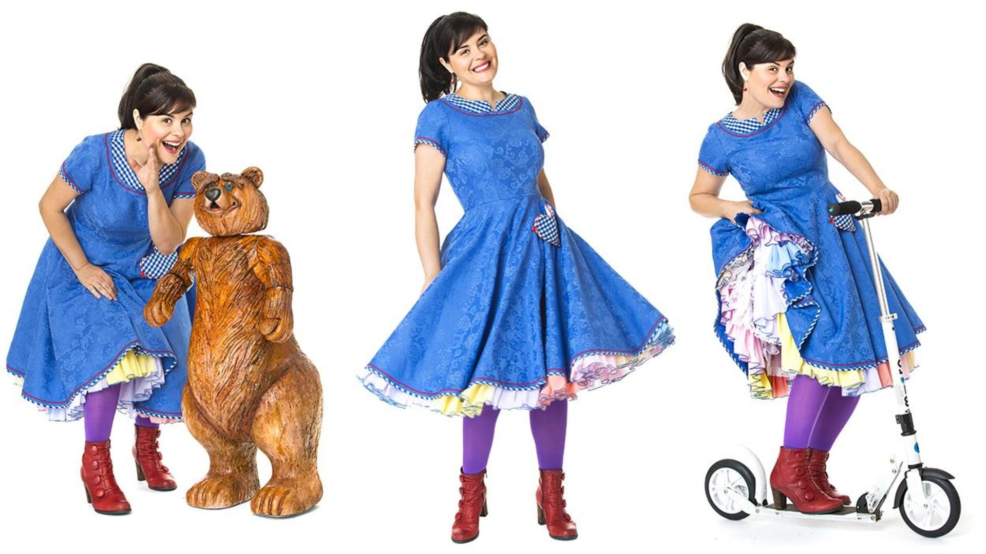 On la voit trois fois : elle murmure à l'oreille de l'ours, elle sourit et elle fait de la trotinette