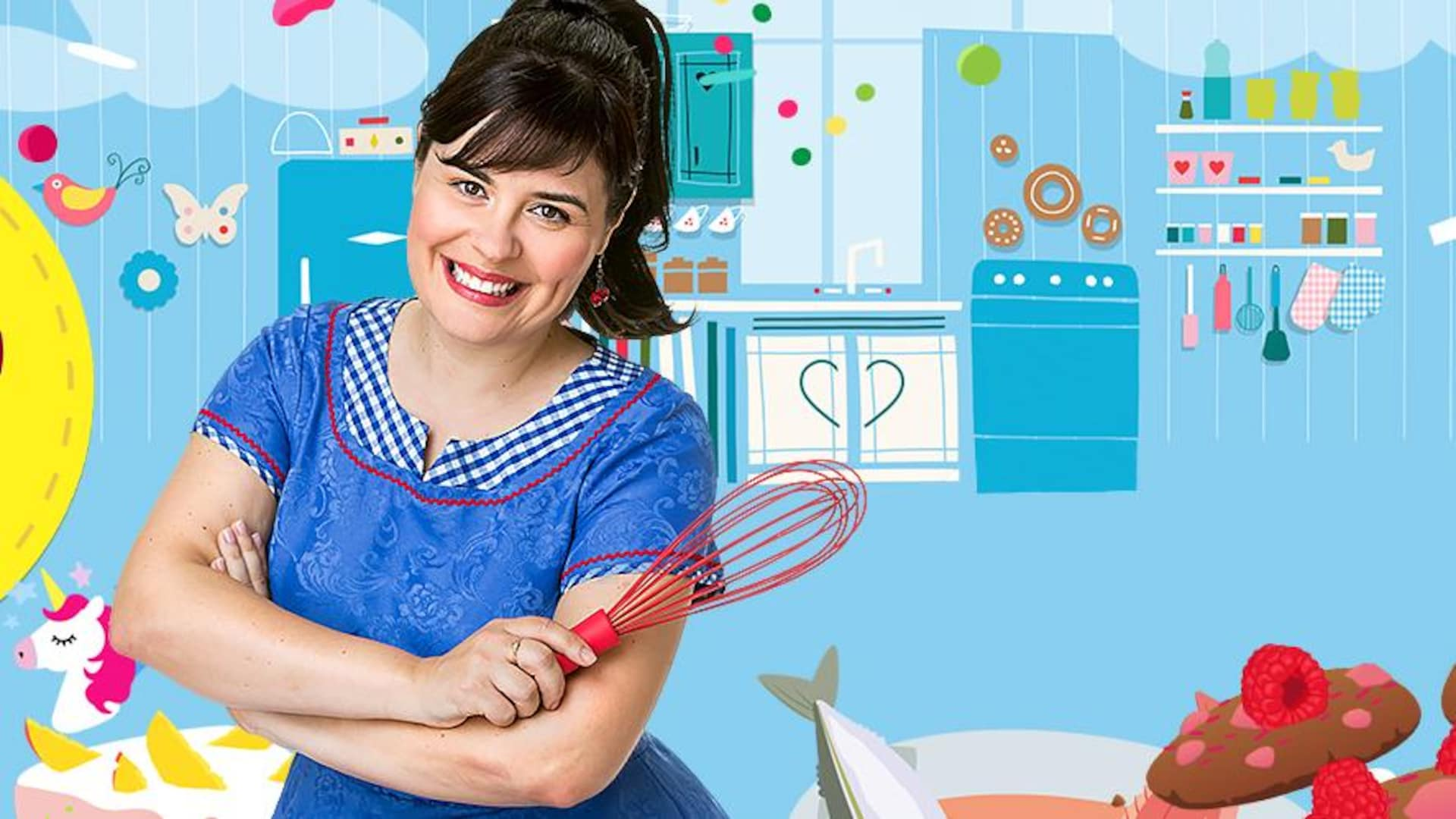 Ari Cui Cui tient un fouet dans sa cuisine.