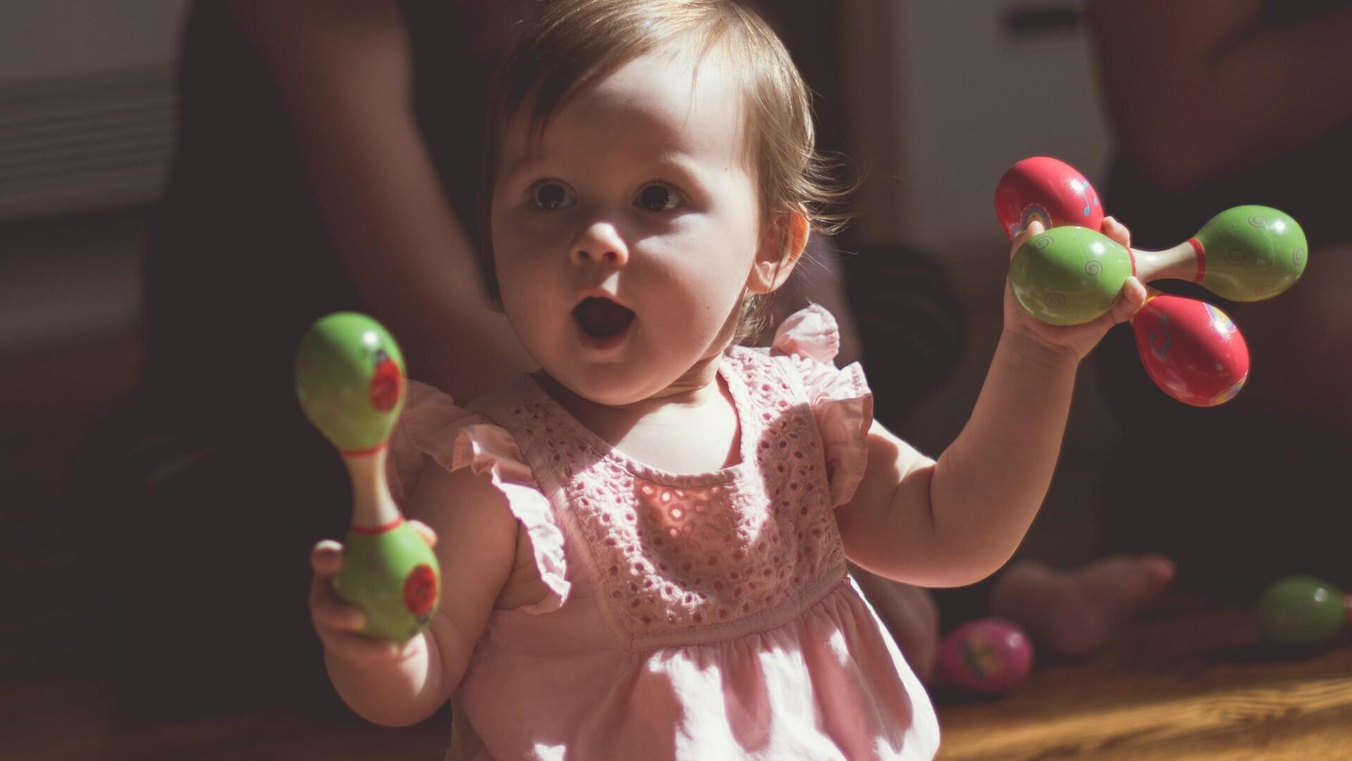 Une petite fille heureuse
