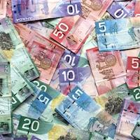 Des billets de banque canadiens pêle-mêle.