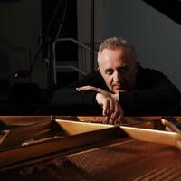 Bramwell Tovey est un chef d'orchestre et compositeur britannique.