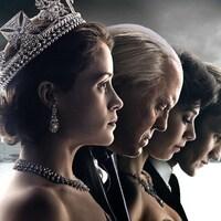 Quatre personnages de la série The Crown photographiés côte à côté et de profil.