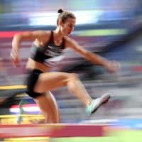 L'Acadienne Geneviève Lalonde s'est qualifiée de justesse à la finale du 3000 mètres steeple des Championnats du monde d'athlétisme à Doha.