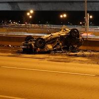 Deux voitures lourdement accidentées.