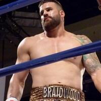 Le boxeur Adam Braidwood dans le ring.