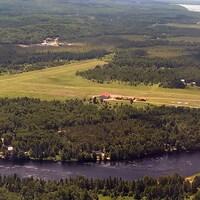 Vue aérienne de l'aérodrome Sundridge / South River.