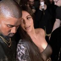 Kanye West, Kim Kardashian et Kourtney Kardashian à un défilé de mode à Paris, le 29 septembre 2016