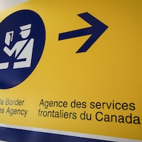 Une affiche de l'Agence des services frontaliers du Canada.