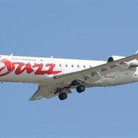 Un avion du transporteur régional Air Canada Jazz en plein vol.
