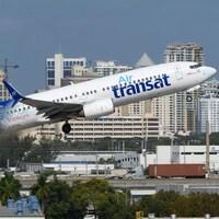 Un avion d'Air Transat au décollage.
