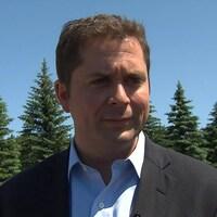 Le chef du Parti conservateur du Canada, Andrew Scheer, au chemin Roxham, au Québec.
