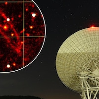 Le radiotélescope de Sardaigne avec en encadré la carte d'Andromède.