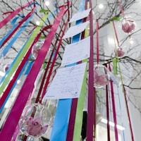 L'arbre à souhait situé à la Maison de la littérature de Québec