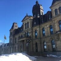 La façade de l'édifice de l'Assemblée législative à Fredericton