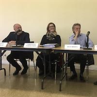 Martin Thibert, Christine Normandin, Jean Rioux et André-Philippe Chenail assis à une table où sont posés des micros.