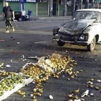 Un attentat-suicide a lourdement endommagé une auto, dans le sud de la Syrie, le 25 juillet 2018.