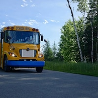 Un autobus scolaire électrique.