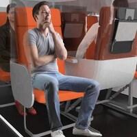 Un concept de sièges d'avion hygiénique. On voit une rangée de trois chaises où chaque personne est protégée par un bouclier en plastique transparent. Le siège du milieu est orienté dans la direction opposé des deux autres sièges.