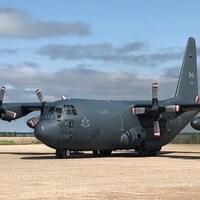 Un avion des forces armées canadiennes photographié à Gillam, dans le nord du Manitoba.