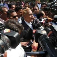 L'avocat de trois des suspects condamnés à la peine de mort, A.P. Singh, s'entretient avec les médias après la décision de la Cour suprême, le 5 mai 2017.