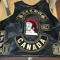 Une veste de motards avec l'emblème des Bacchus.