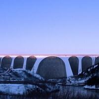 Le barrage Daniel-Johnson et la centrale Manic-5