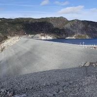 Le barrage de la centrale hydroélectrique Romaine-3