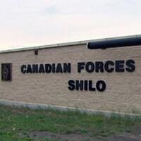 Un muret portant le nom de la base militaire de Shilo dans l'ouest du Manitoba.