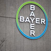 Le logo de Bayer sur la façade du siège principal du groupe chimique allemand à Berlin.