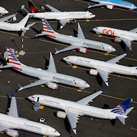 Des appareils sur le tarmac de l'aéroport.