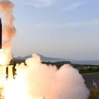 Un missile décolle d'une base américaine en Alaska.
