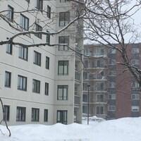 Les violations de domicile ont eu lieu dans l'un de ces appartements du secteur de Sainte-Foy, près de la tête des ponts.