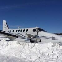 L'avion Beechcraft King Air de la compagnie Strait Air qui a effectué une sortie de piste lors de son atterrissage