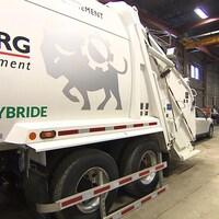 Camion hybride de collecte d'ordures