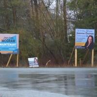 Des affiches de candidats à l'élection municipale de Tracadie.