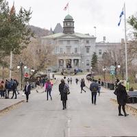 Vue extérieure du bâtiment principal de l'Université McGill.