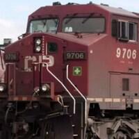 Deux trains du CP côte à côte.