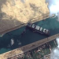 Une image prise par satellite de l'immense porte-conteneurs.