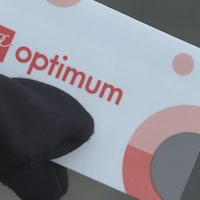 Un gros plan d'une carte de point PC Optimum.