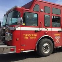 Un camion de pompier de la Ville de Thunder Bay.
